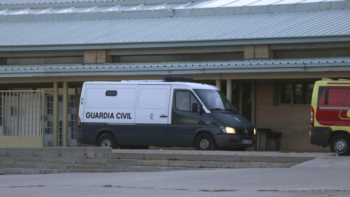 Furgón policial en la cárcel de Soto del Real.