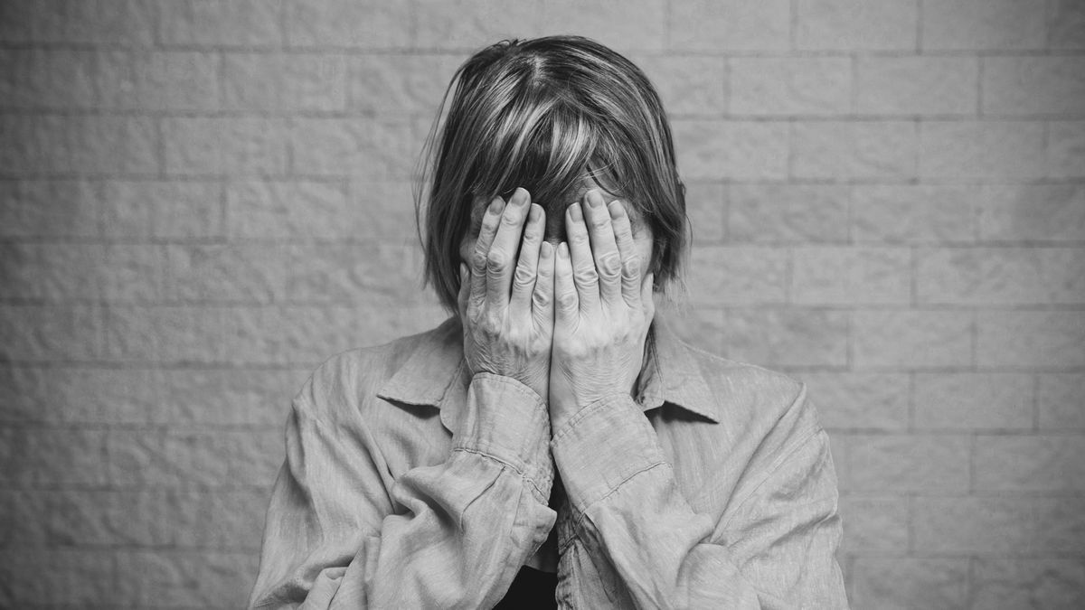Representación de una mujer que sufre una enfermedad mental
