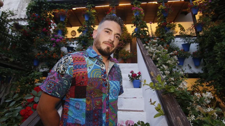 El cantante cordobés Céspedes lanza 'Yo viví', un homenaje a los Patios de Córdoba