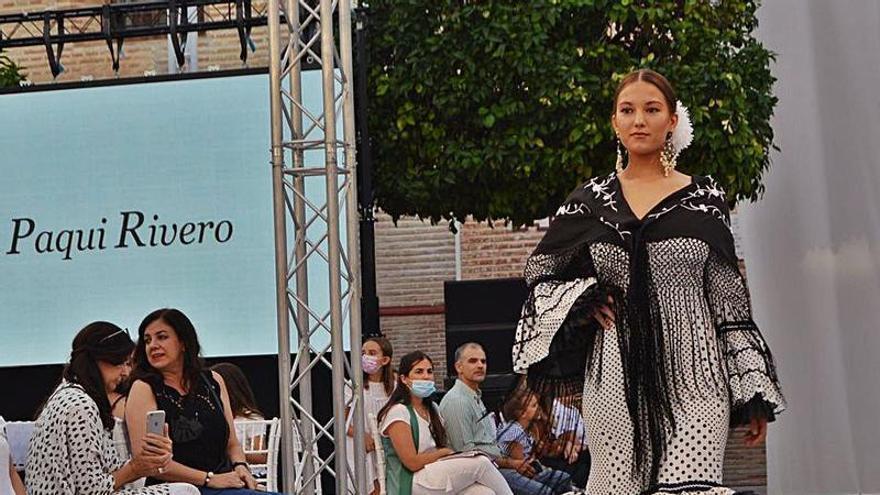 La mujer, gran protagonista de los desfiles de moda flamenca en Fuente Palmera