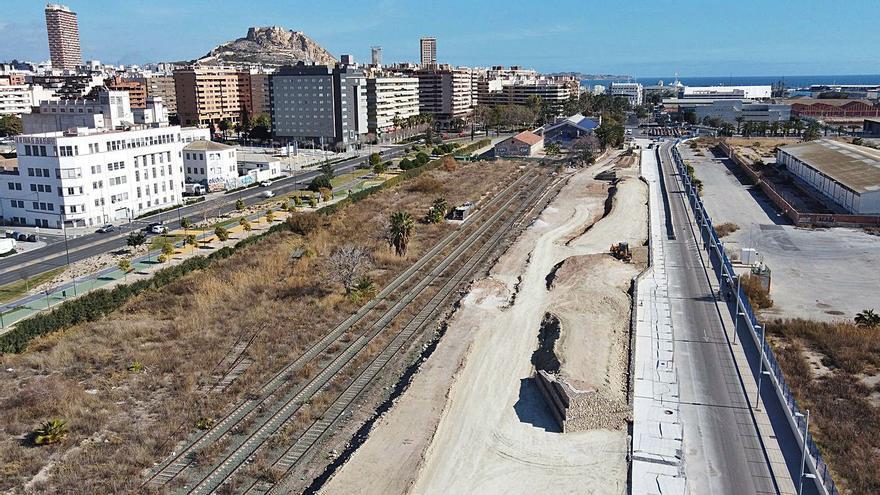 El puerto contará en verano con una nueva barrera para frenar la contaminación