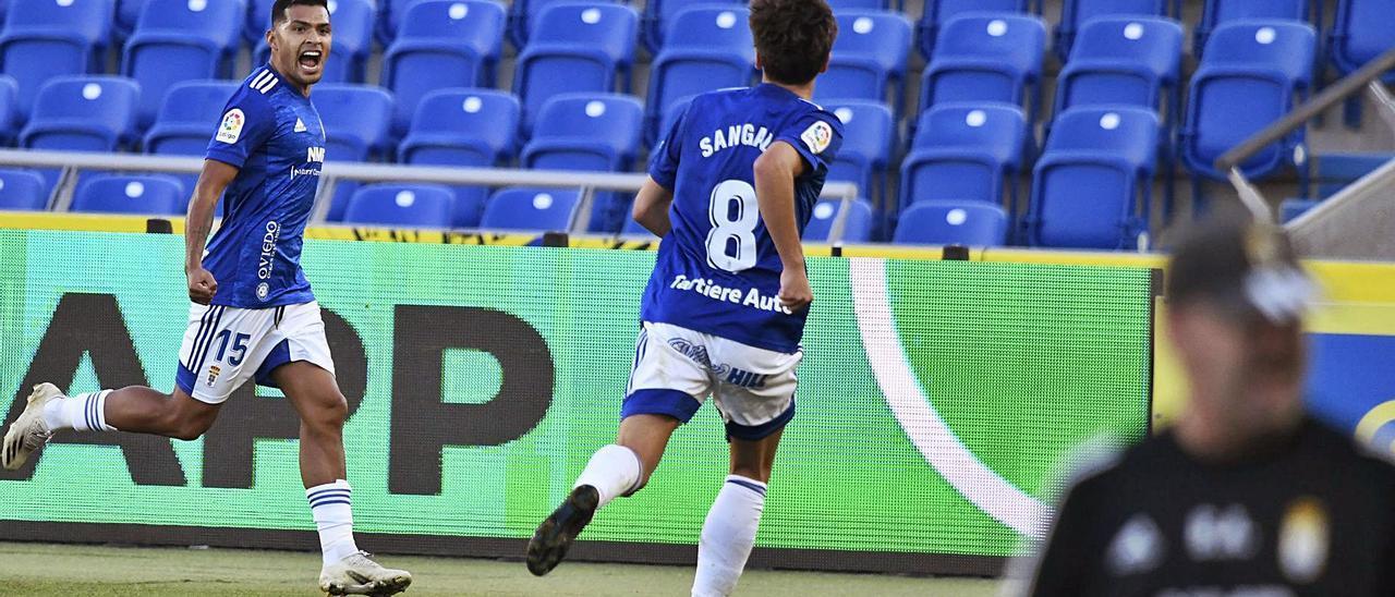 Nahuel celebra el segundo de sus goles con Sangalli. | LOF