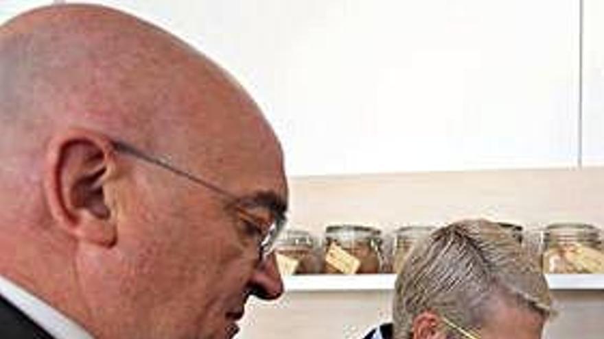 Jesús Julio Carnero y Beatriz Escudero en la harinera de Renedo.