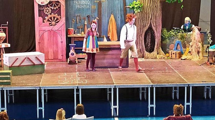 Dos espectáculos culturales animan a los vecinos en el día de Aragón