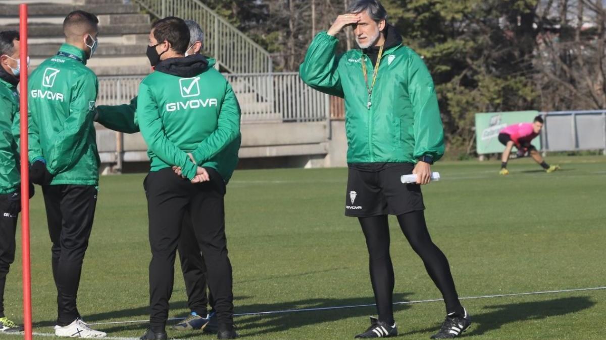 "Alfaro, técnico del Córdoba CF: ""Nos enfrentamos al colista pero no va a ser sencillo"""