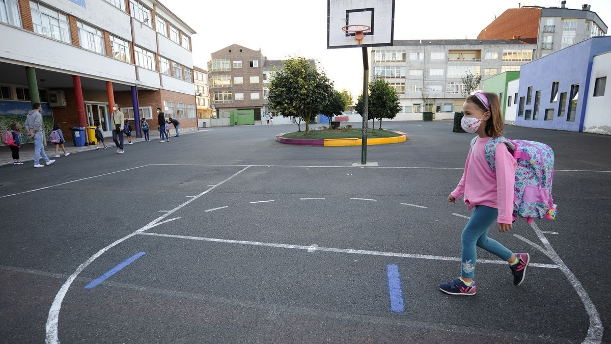 Bajan los contagios en los colegios gallegos