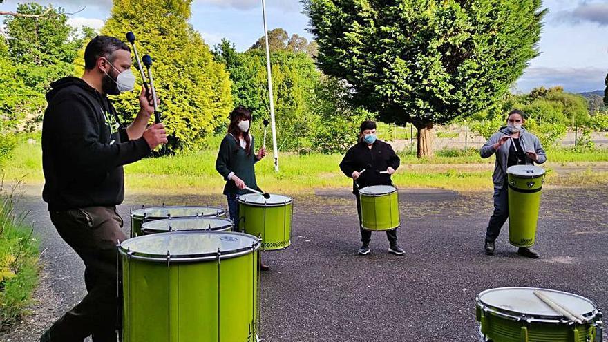 Latexo Percusión trae a A Estrada el ritmo de la batucada