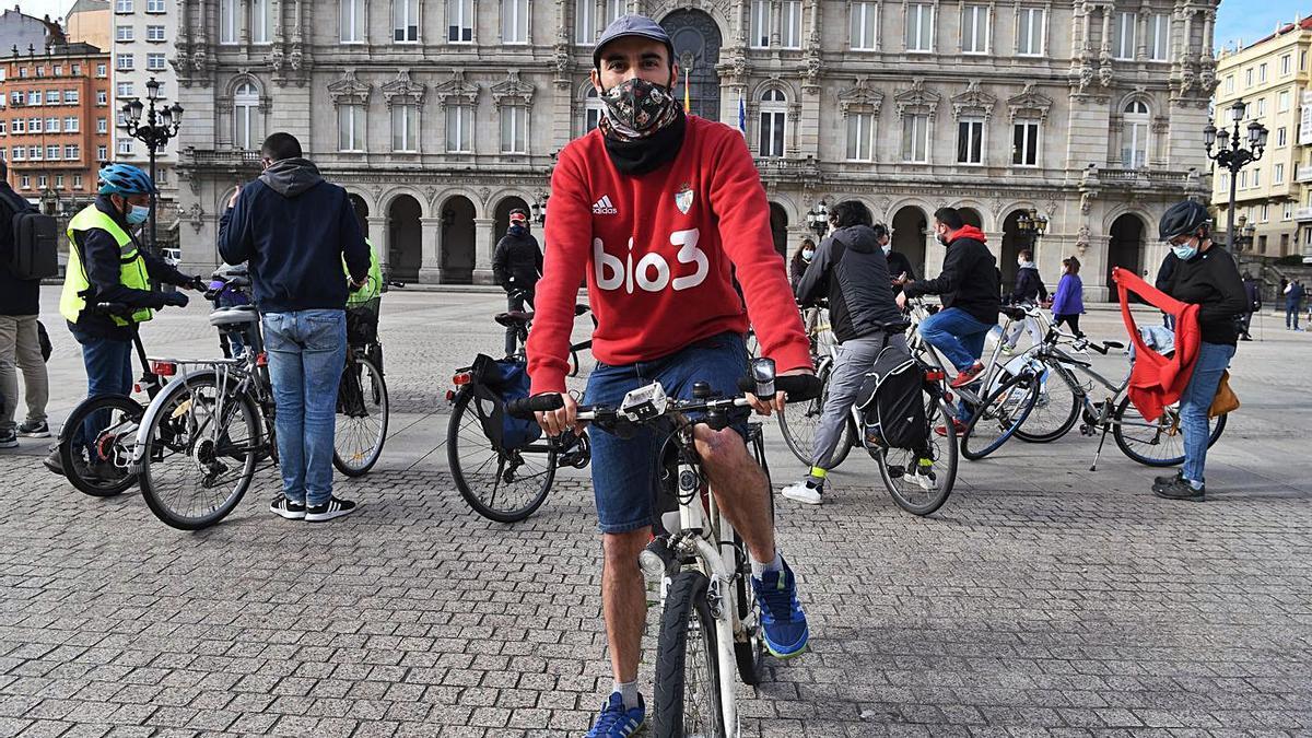 Alejandro Voces, onte na saída da ruta ciclista dende a praza de María Pita.
