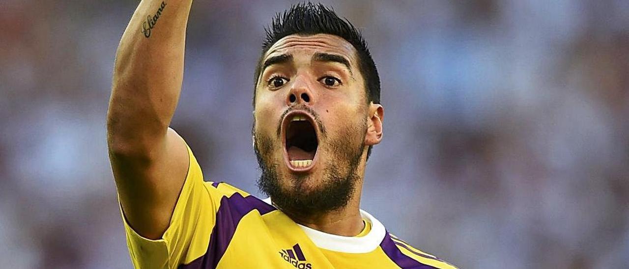 Sergio Romero protesta una acción en un partido con la selección argentina.  // REUTERS