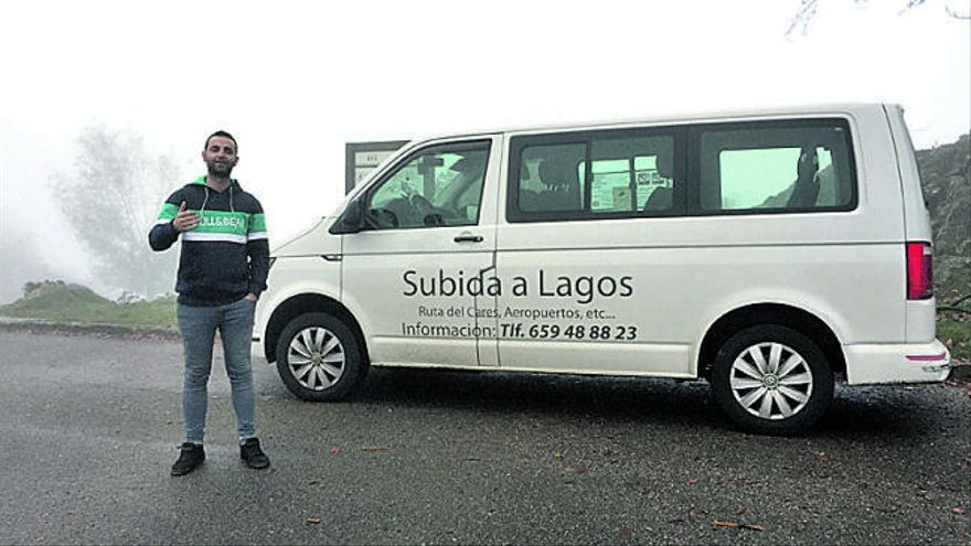 Así canta el taxista coplero a sus clientes: el Manolo Escobar de Covadonga