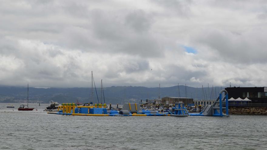 La playa de Baltar abre su parque acuático 8 horas al día con un aforo de 50 personas