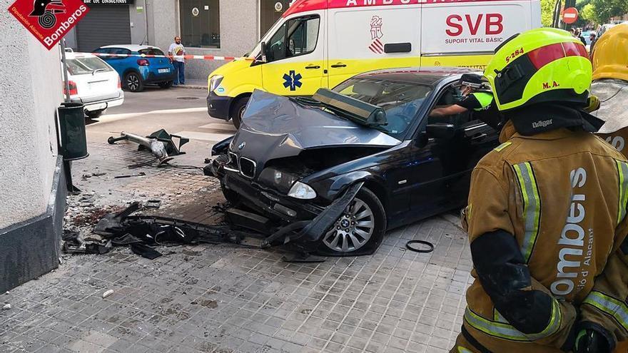 Un hombre herido de gravedad en un accidente de tráfico en Alcoy