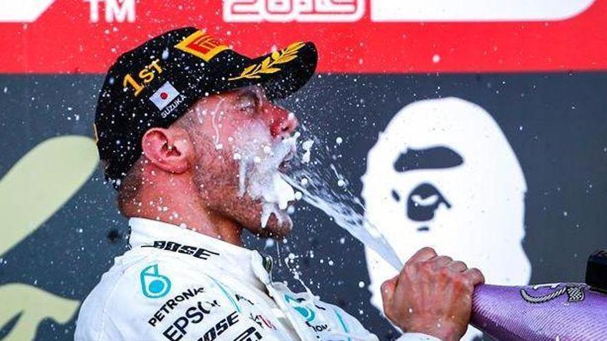 Bottas aprovecha un error de Vettel para ganar en Japón
