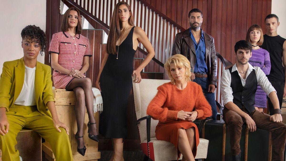 Cast of 'Sagrada familia'.
