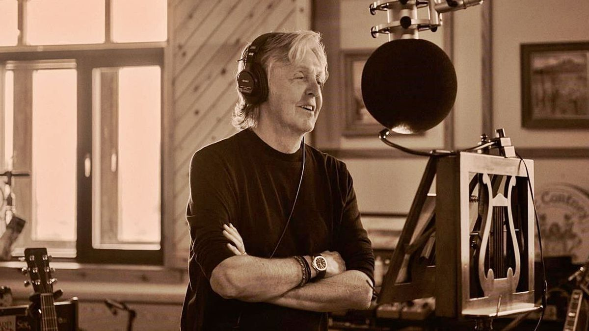 Paul McCartney, durante la grabación del disco «McCartney III» en su granja de Sussex.  Mary McCartney