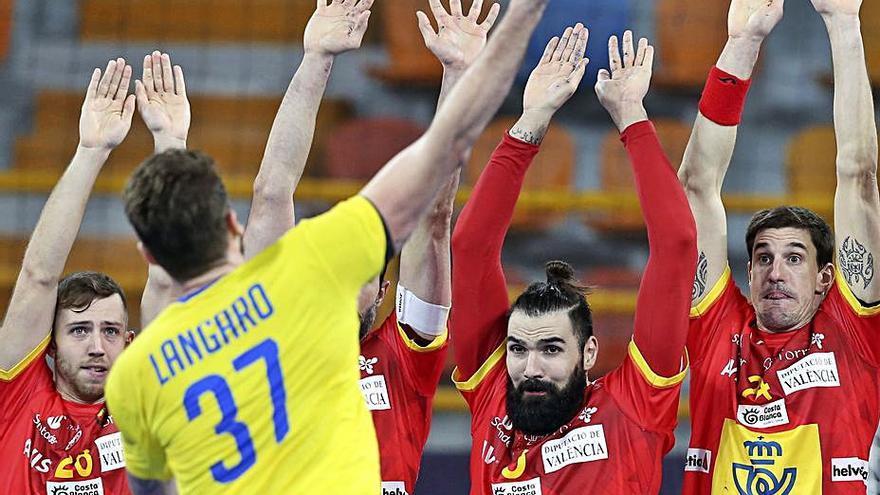 España arranca con un agónico empate