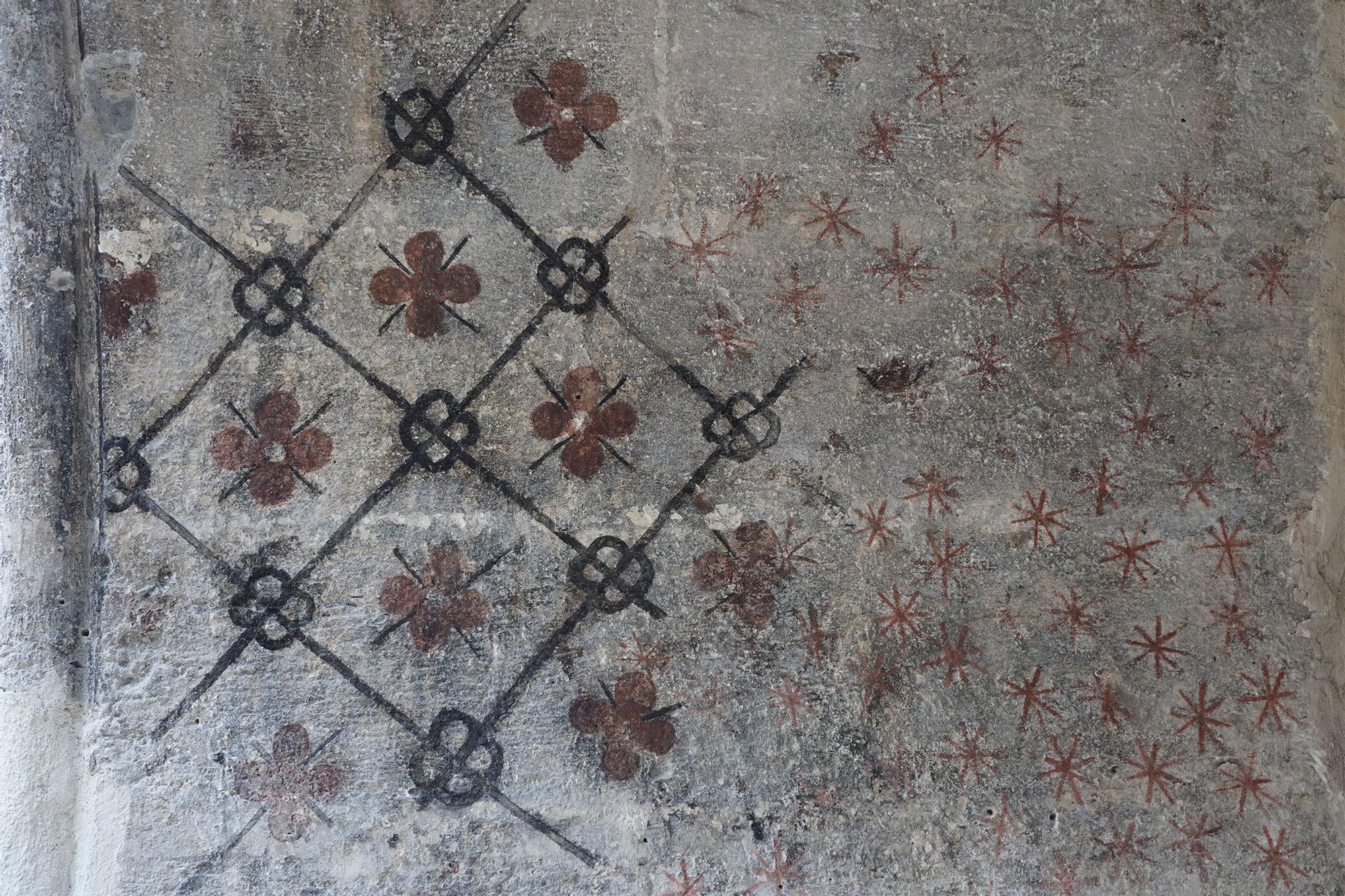 Aparecen pinturas ocultas siete siglos en San Juan del Hospital