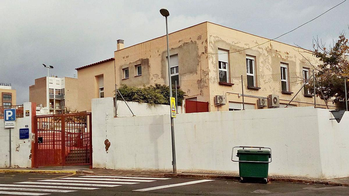 La asociación de alzhéimer de la Vall desmiente a AFA Castellón y defiende que su residencia sigue en obras.
