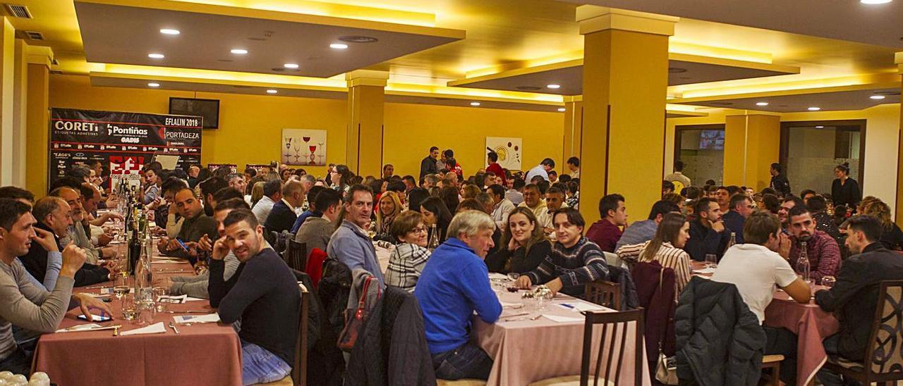 La gala organizada por la EF Lalín reunía cada año a representantes del fútbol comarcal.    // BERNABÉ