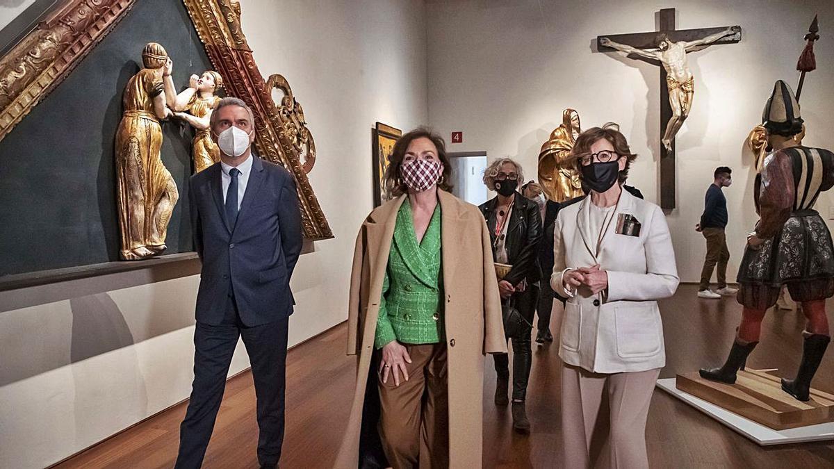 La vicepresidenta primera del Gobierno, Carmen Calvo, centro, visita el Museo Nacional de Escultura, en Valladolid. | |  ICAL