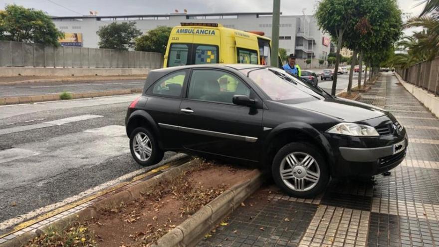 Un vehículo se sale de la vía en Siete Palmas