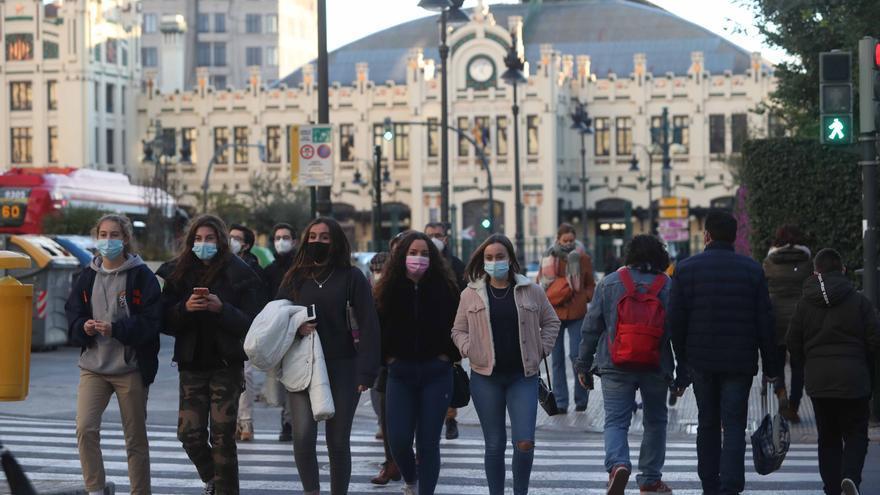 Valencia registra la mitad de contagios por habitante en una semana que Madrid y País Vasco