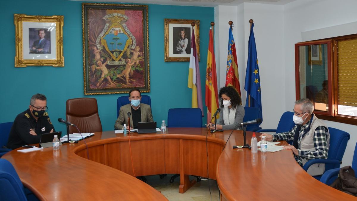 El alcalde Lázaro Azorín presidiendo la comisión de control de la pandemia del coronavirus en Pinoso.