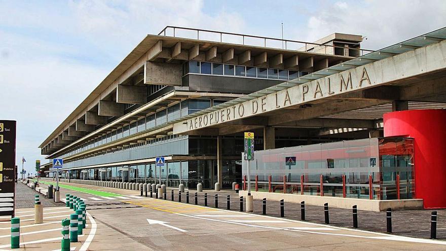 Cancelados nueve vuelos y cuatro desvíos por viento en La Palma