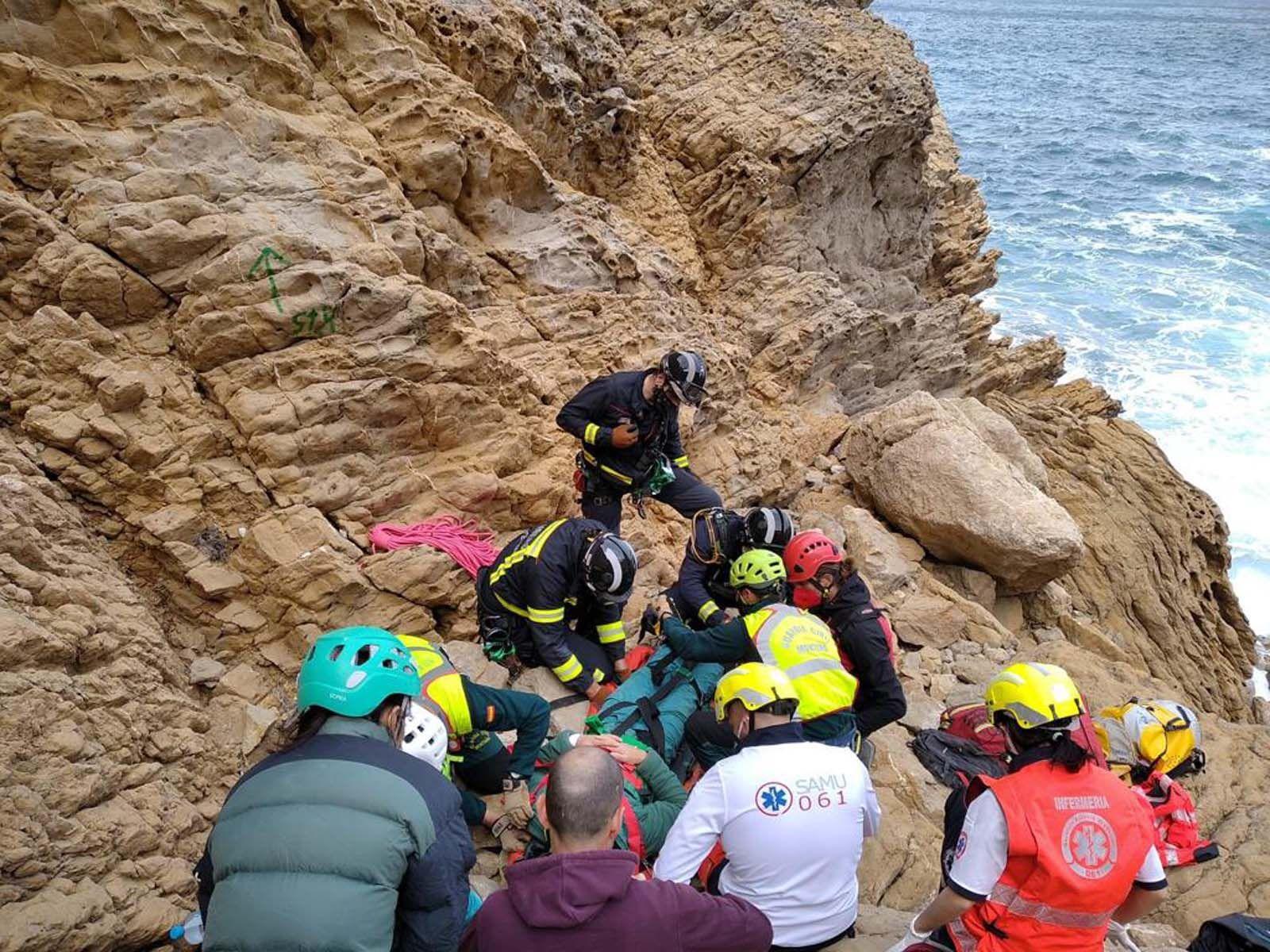 Rescatado en helicóptero un escalador que cayó desde ocho metros en Ibiza