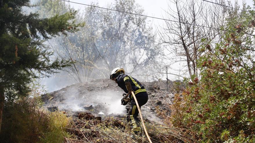 Sofocan sendos incendios de pastos en El Brillante y Las Palmeras