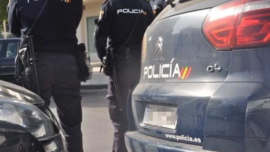 Detenido en Murcia cuando intentaba romper a pedradas la ventanilla de un coche para robarlo
