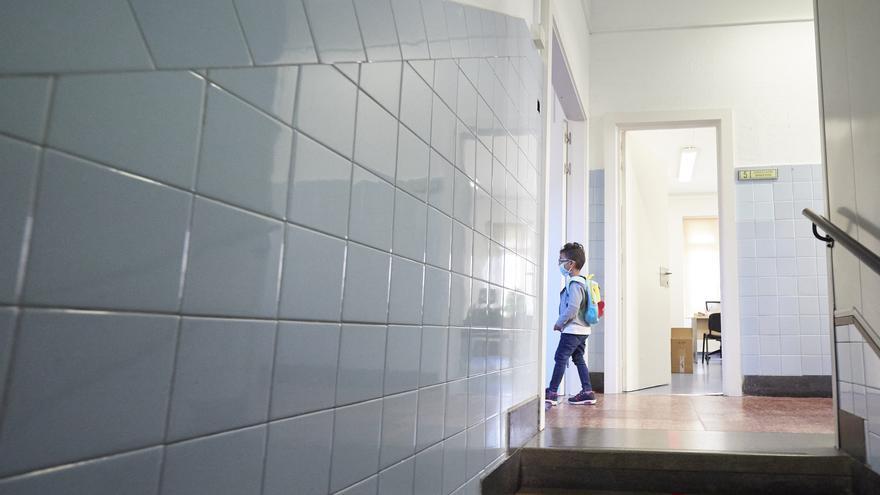 Un centenar de aulas confinadas menos en una semana en la Comunitat Valenciana