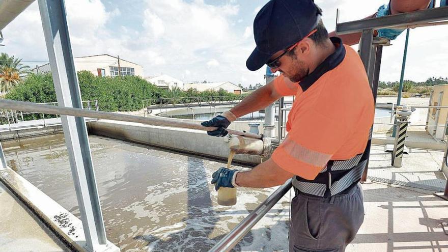 Elche trabaja en la detección precoz del virus a través de las aguas residuales