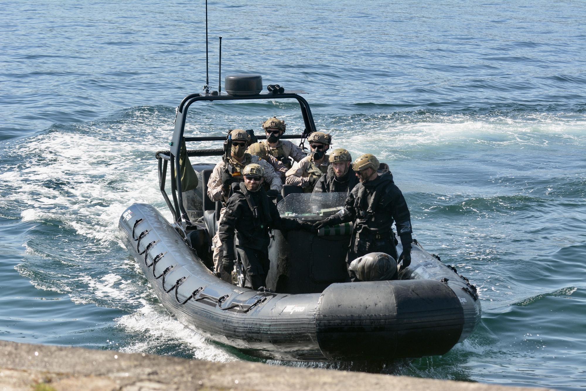 Así de espectacular fue la 'batalla' de la Armada en la Ría de Pontevedra