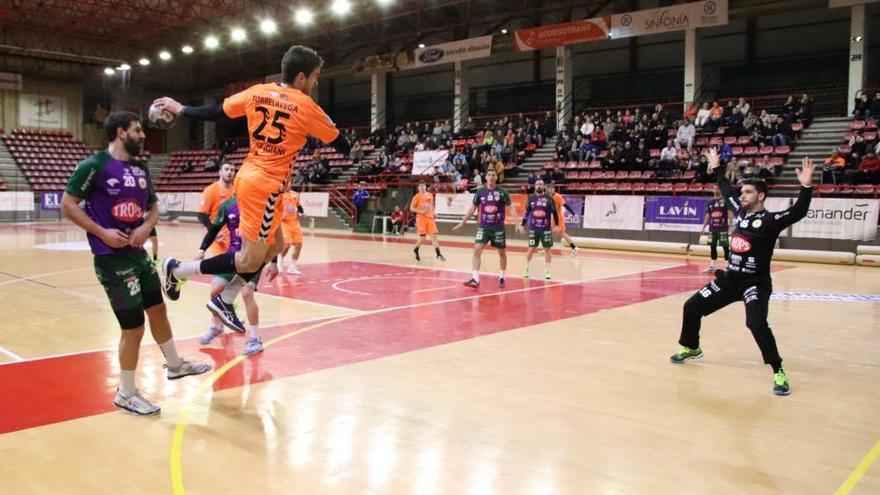 El Trops Málaga sigue instalado en la derrota (33-28)