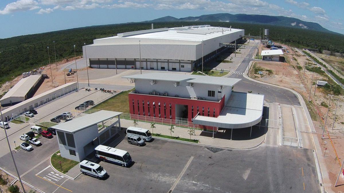 Roca compra una planta de porcelana en Brasil