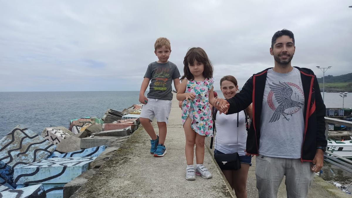 Visitante en el puerto de LLanes.