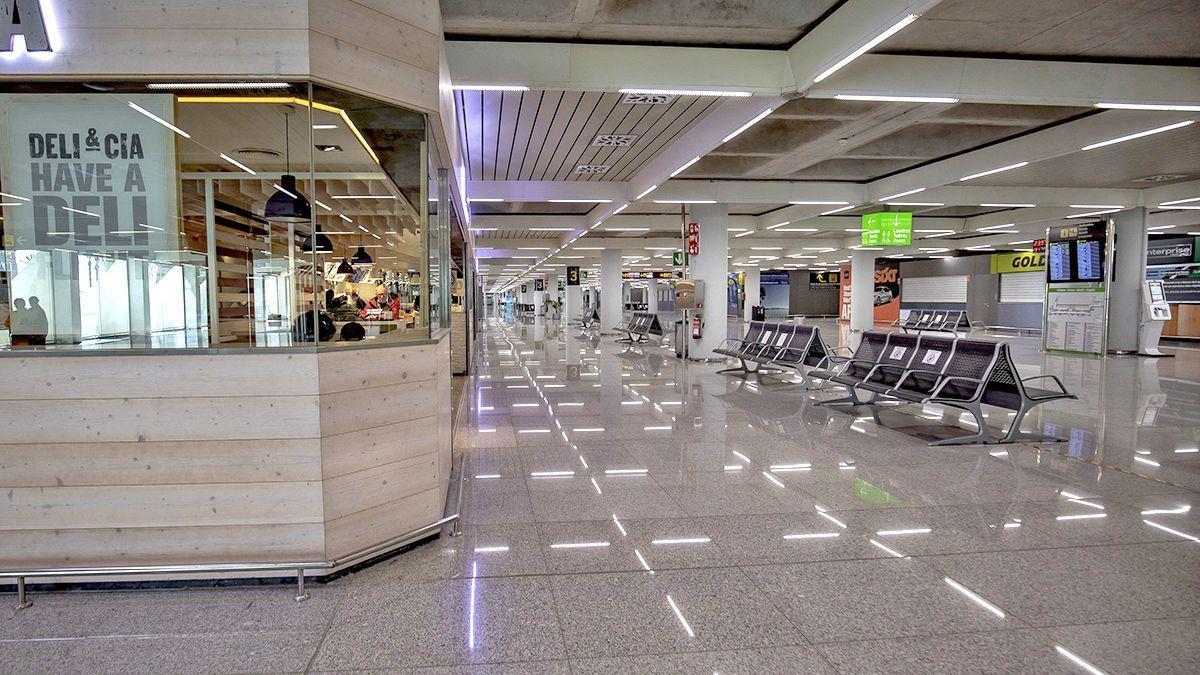 El sector turístico ha sido uno de los más afectados por la pandemia con una fuerte caída de la actividad que se ha visto reflejada en unos aeropuertos vacíos sin visitantes