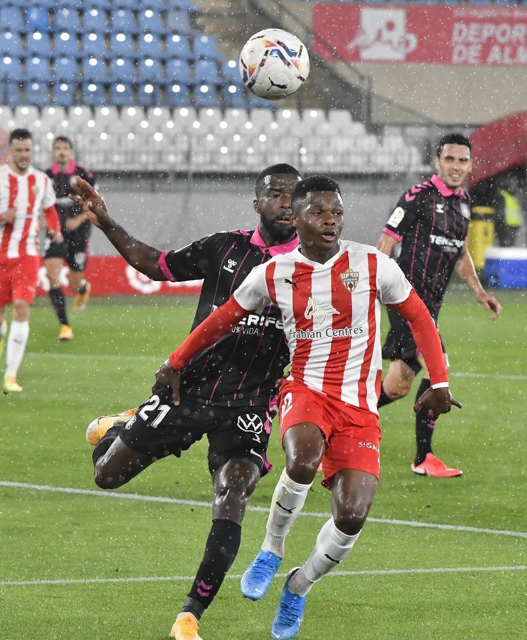 El Tenerife cae ante el Almería (2-0)