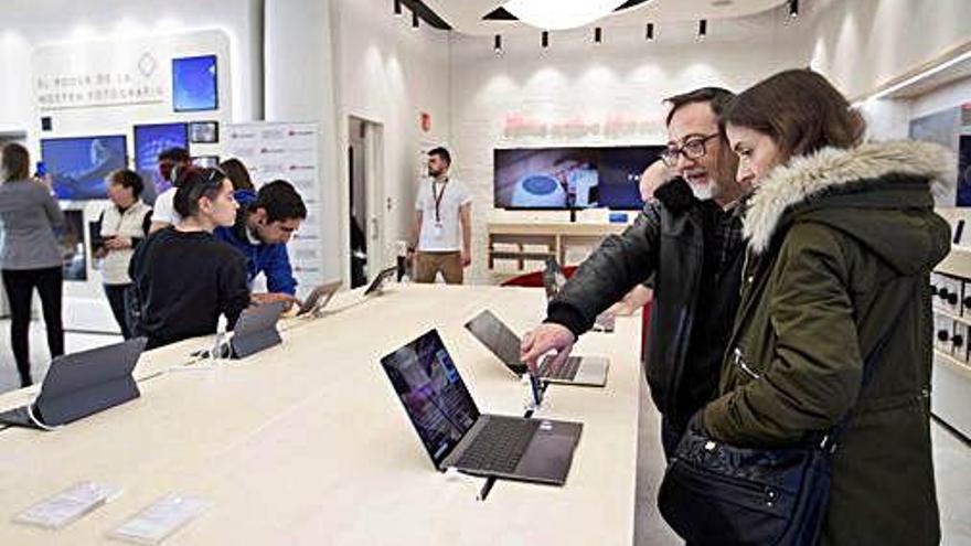 Huawei obre la segona botiga més gran d'Europa al centre de Barcelona