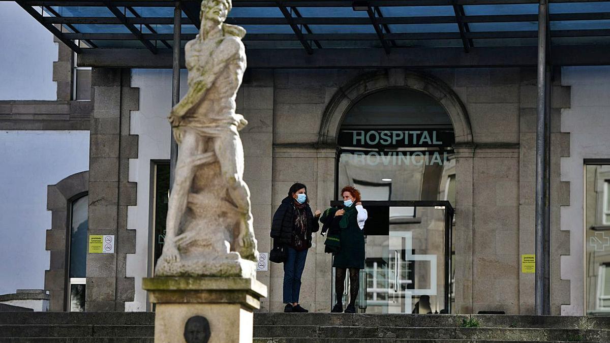 Entrada principal del Hospital Provincial de Pontevedra. |   // GUSTAVO SANTOS