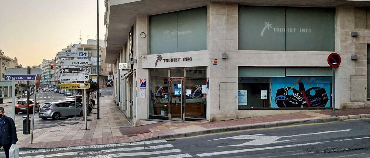 La Oficina de Turismo de El Campello, frente al Carrerlamar y el local municipal que está en el primer piso donde EU propone  el museo del mar.   INFORMACIÓN