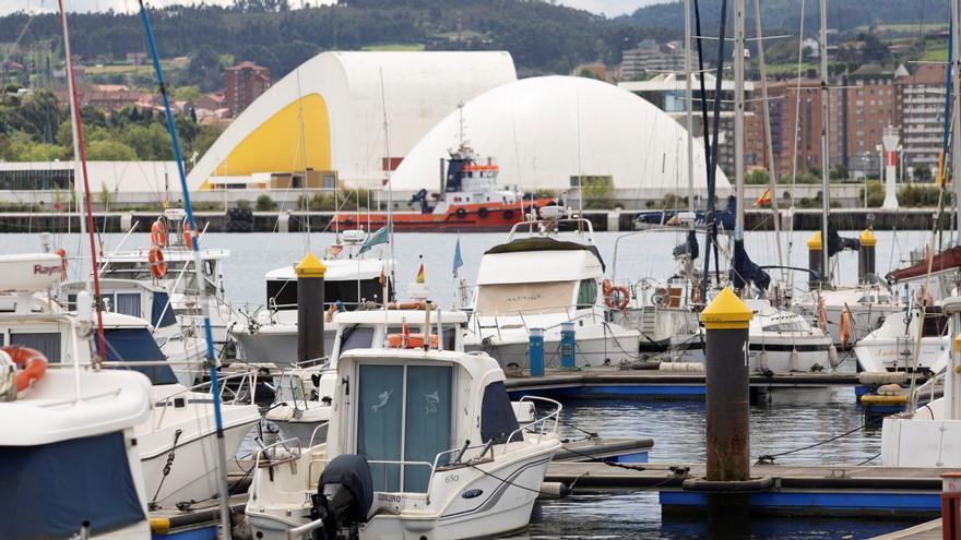 El puerto deportivo y el museo del Cañón  merecen bandera azul, según la oposición