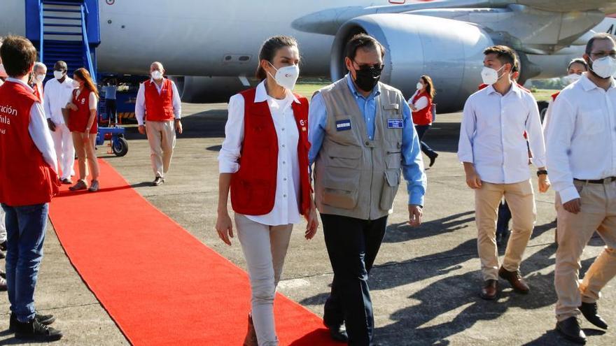 La reina Letizia llega a Honduras con material de ayuda para la población