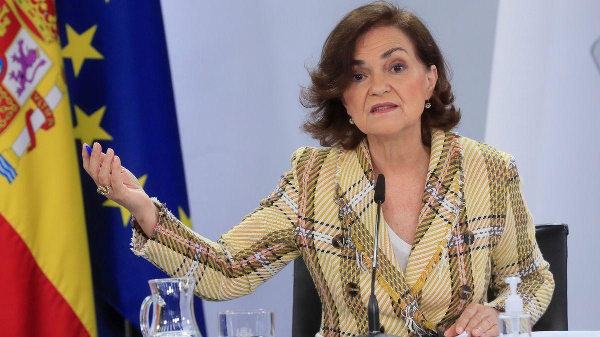 La vicepresidenta primera, Carmen Calvo, durante una rueda de prensa.