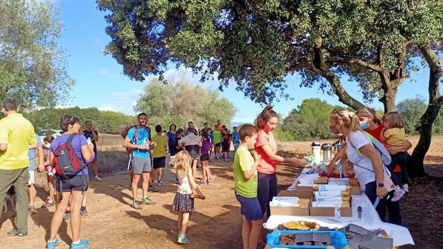 Unes 200 persones fan la ruta de les Carboneres a Borrassà
