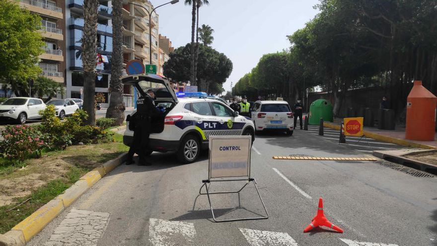 La Policía Local de Torrevieja impone cien multas por incumplir la cuarentena