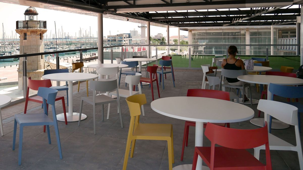 Las vistas desde la zona del comedor, un área frente al Mediterráneo con capacidad para 80 profesionales.