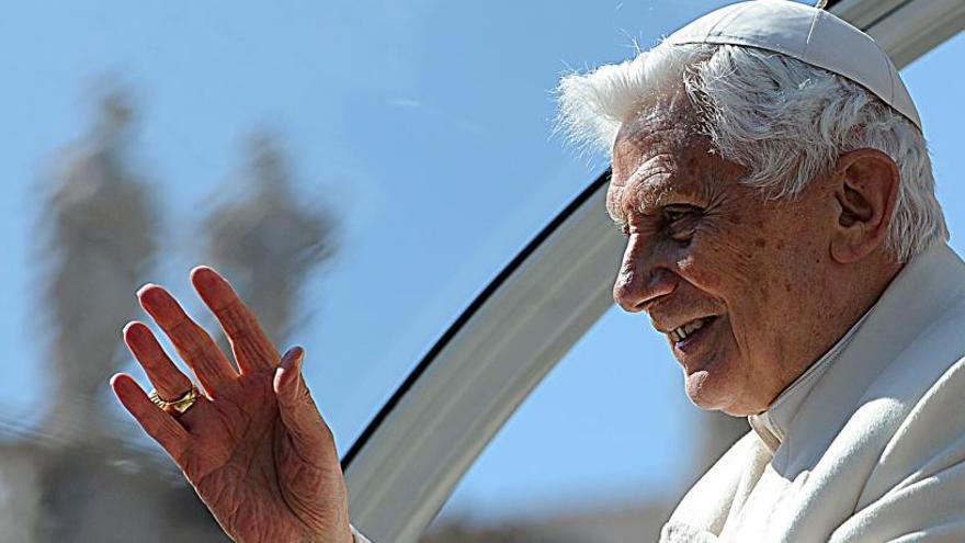 Benedicto XVI pide retirar su firma del libro de Robert Sarah que defiende el celibato