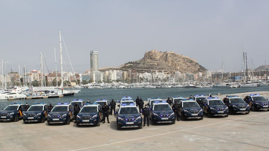 La Policía Nacional incorpora 17 vehículos híbridos enchufables a su flota de Alicante